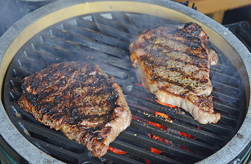 BGE Mini-max steak, steak recipe for kamado grill, cast iron grate