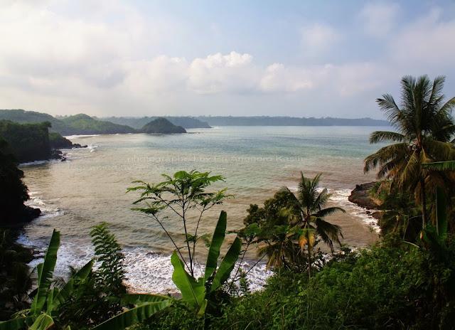 View arah Pulau Nusakambangan dari jalan menuju Pantai Karapyak.