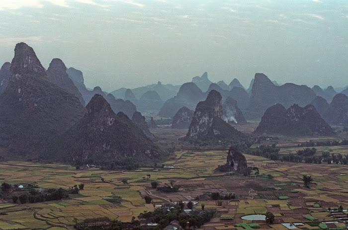 Yangshuo, rizières, White Crane Peak, © L. Gigout, 1990