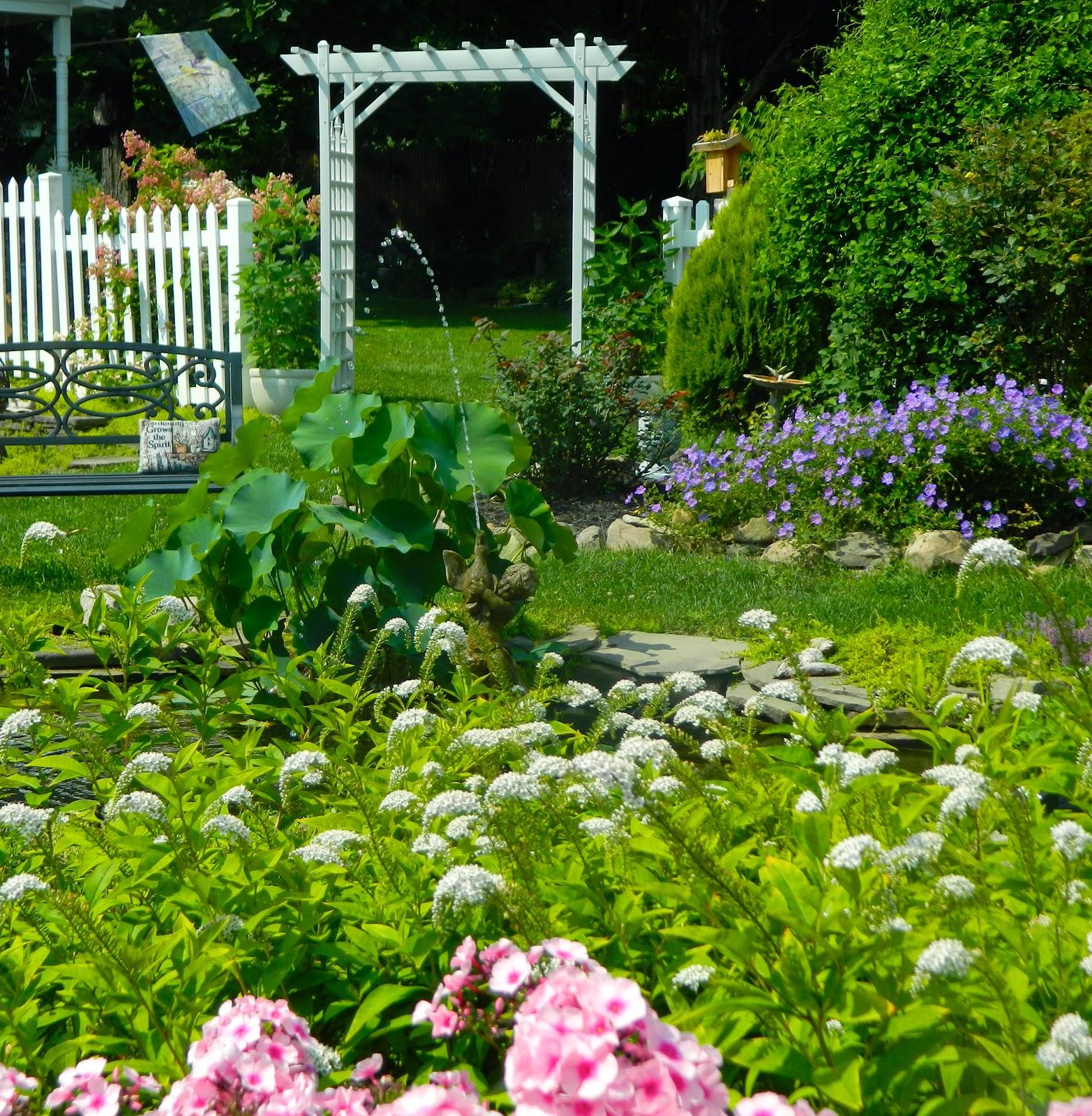 Garden Cottage: Pam's English Cottage Garden: The Horseshoe Garden