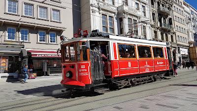 attaccarsi al tram