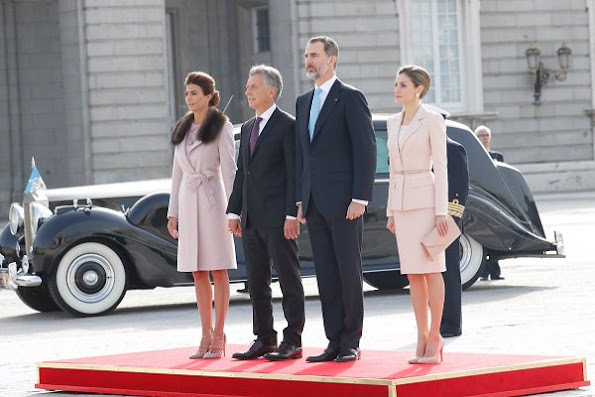 Argentina's President Mauricio Macri, Argentinian First Lady Juliana Awada, Spain's King Felipe and Queen Letizia attend the welcome ceremony at Royal Palace in Madrid