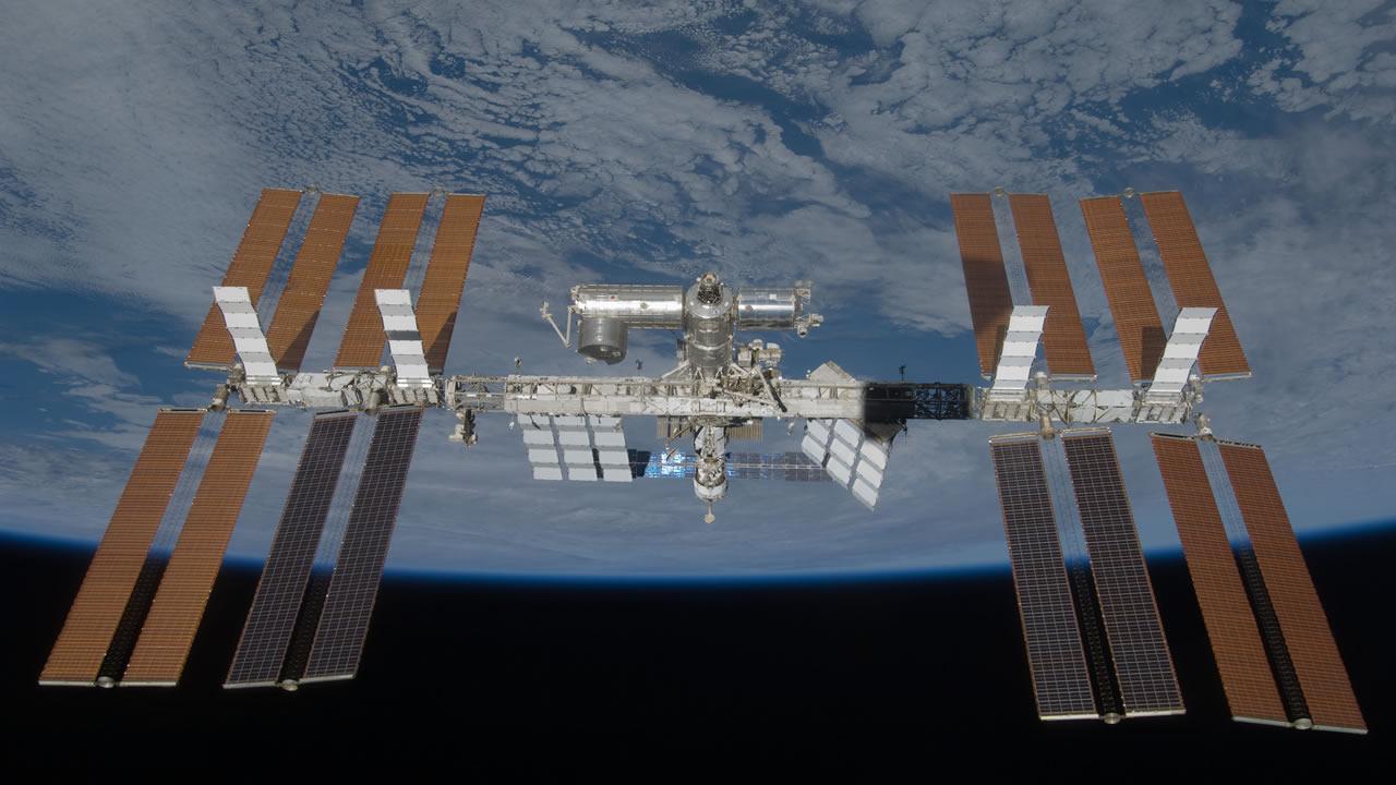 Una bacteria desconocida es detectada en la Estación Espacial Internacional