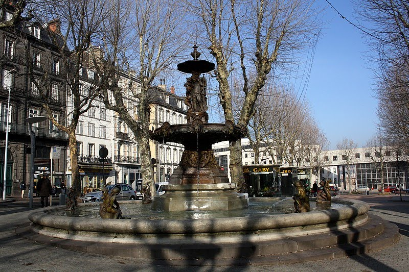 Moments de partage fontaine de la place delille - Decoration jardin exterieur fontaine clermont ferrand ...