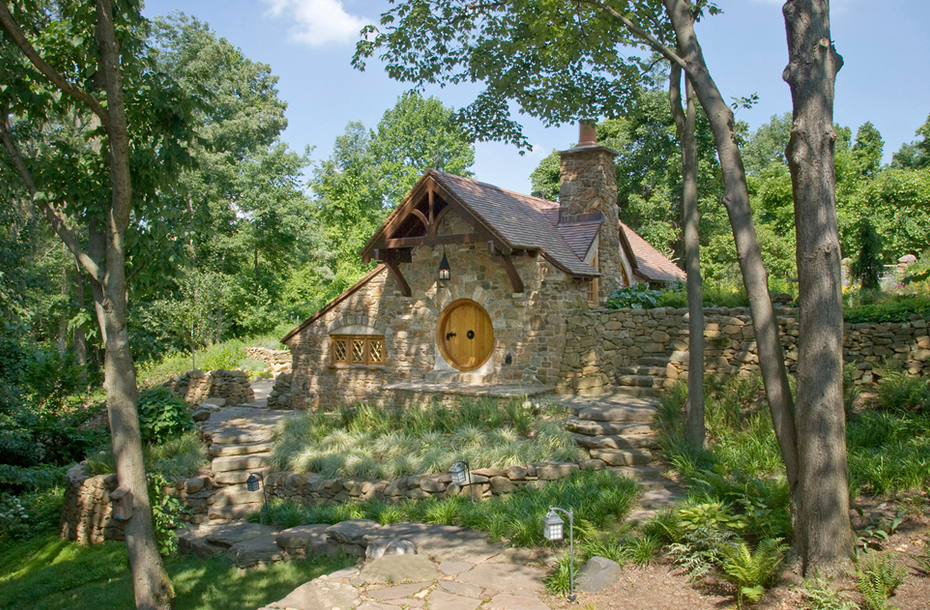 01-Archer-&-Buchanan-Architects-Hobbit-&-LotR-Cottage-JRR-Tolkien-www-designstack-co