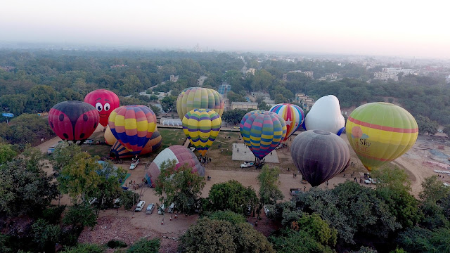 A treat to the eyes like no other, Taj Balloon Festival leaves you longing for more