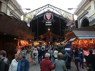 merupakan Keliru satu destinasi yg sangat terkenal di  Pasar Ikonik Di Barcelona, Spanyol