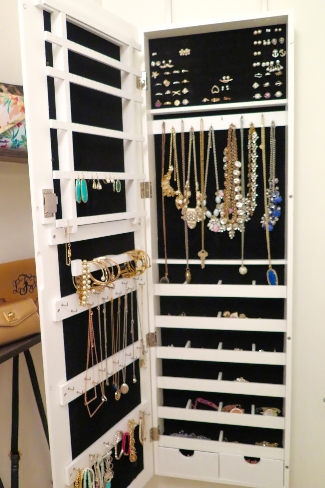 closet-design-save-space