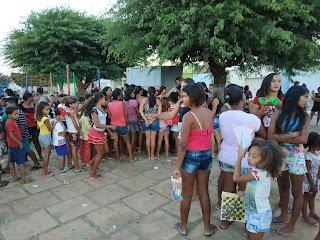 FB IMG 1545792860086 - VEREADOR DE LAGOA 33 SE VESTE DE PAPAI NOEL E ENTREGA PRESENTE E BRINQUEDOS PARA A CRIANÇADA.