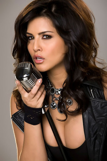 Stunning gorgeous Sunny leone hot n spicy pics hindi movies