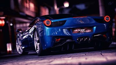 Deportivo azul oscuro en una calle de noche
