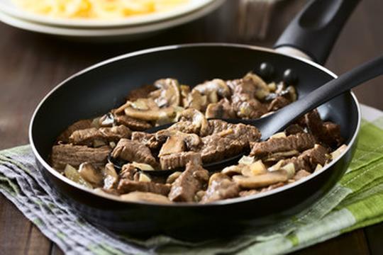 Strogonoff de carne de ternera con champiñones