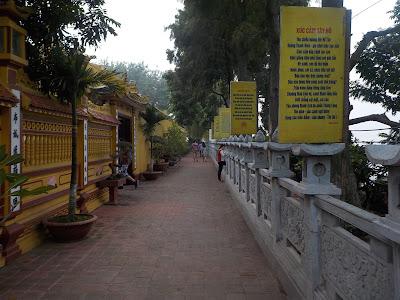 鎮国寺の仏塔入り口