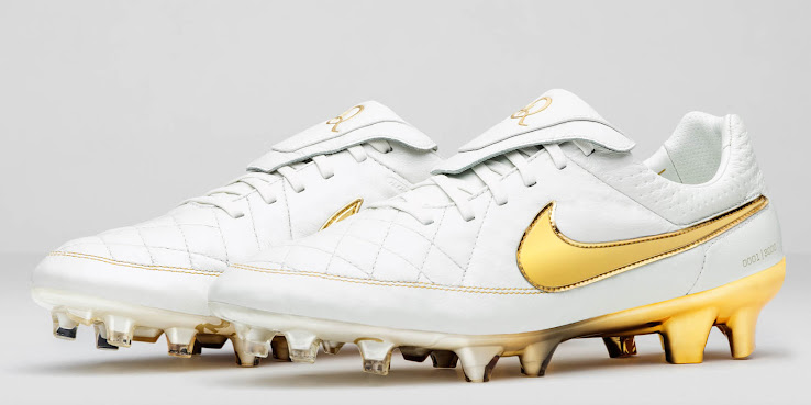 97f4f781c8ec The Nike Tiempo Legend Touch of Gold Boots honored Brazilian legend  Ronaldinho with a classy white and golden design. And even though the boots  were limited ...