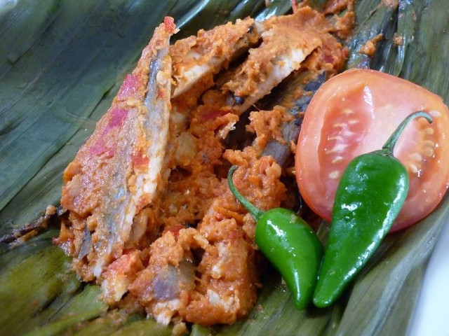 pepes ikan tongkol bumbu rujak