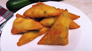 Pohani trokuti punjeni tikvicama i sirom / Deep fried triangles stuffed with zucchini and cheese
