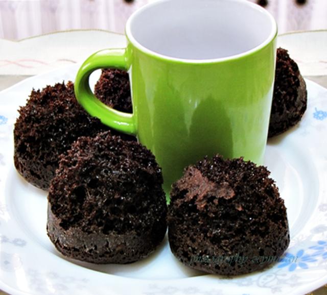 Kahve soslu fincan kek