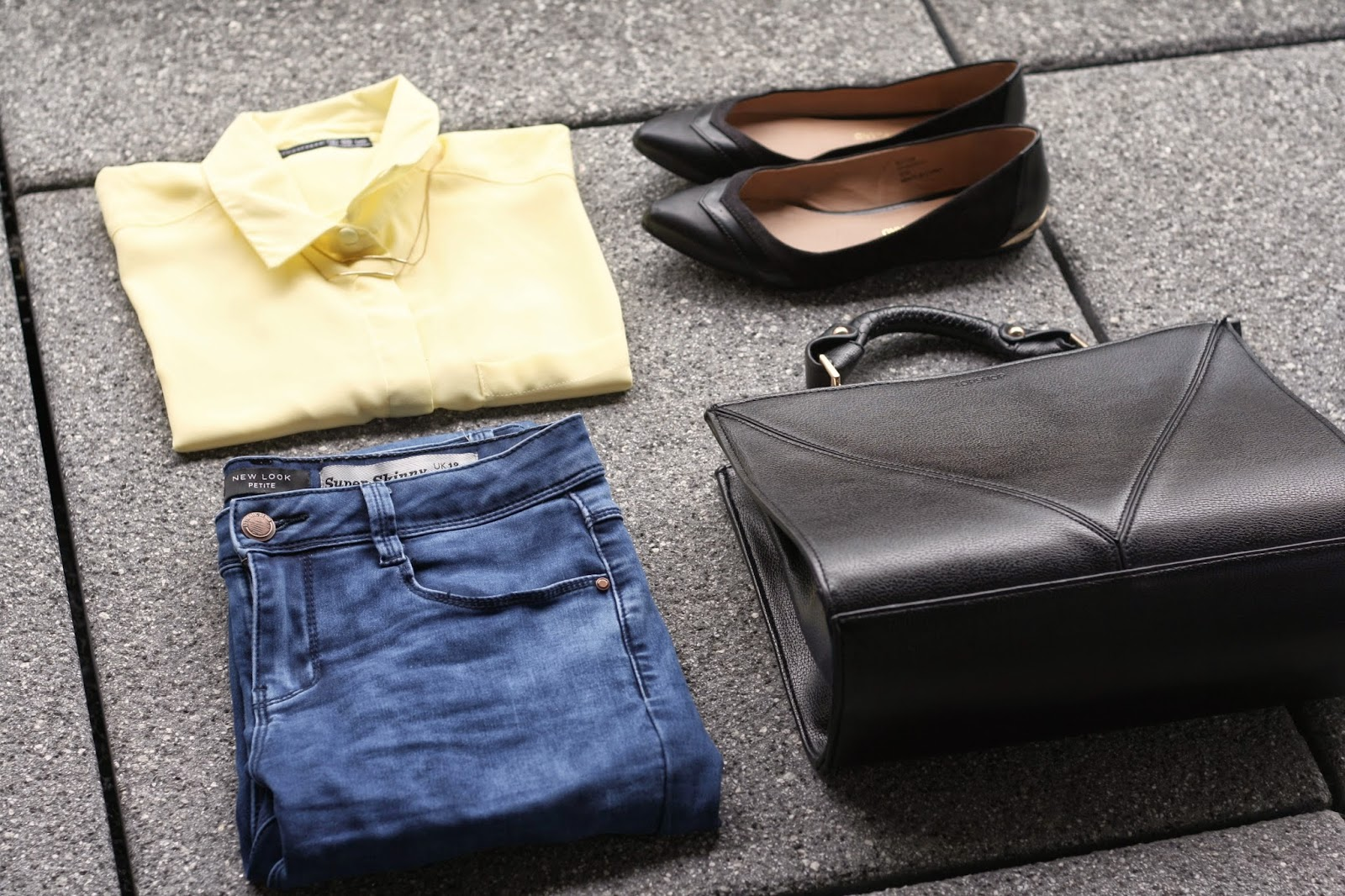JEANS STYLING FLAT LAY