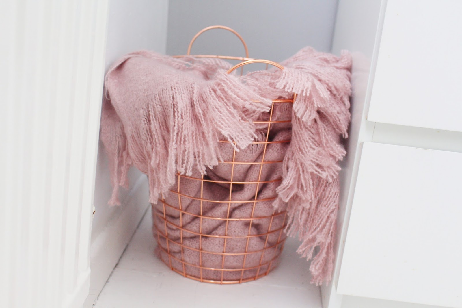 Copper Wire Bin, Blush Pink Throw