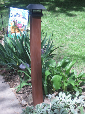 http://decoratedchaos.blogspot.com/2014/06/staining-wood-posts-easy-way.html