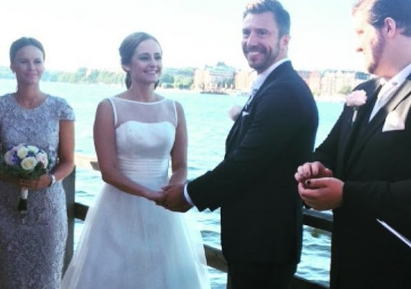 Lina Hellqvist and Jonas Frejd Got Married On A Boat In Stockholm