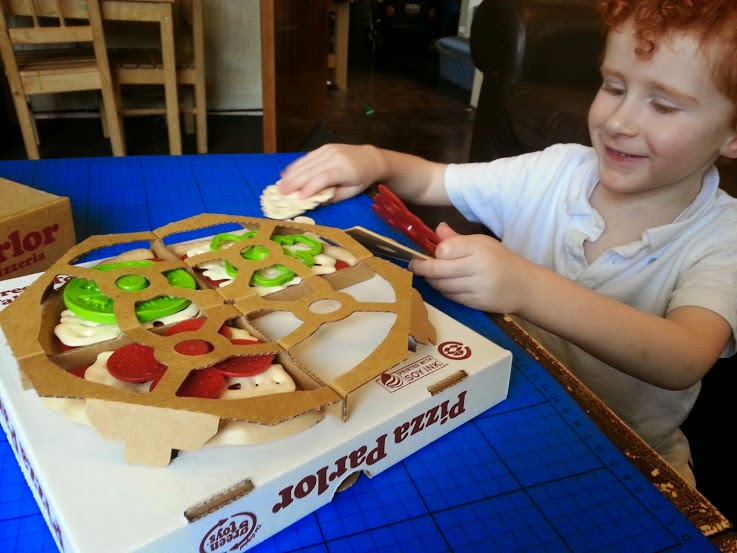 Green Toys 100% recycled toy Pizza Parlour Review opening box