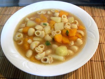 Sopa de pasta con calabaza y patata