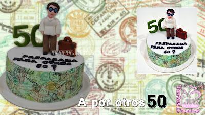 tarta personalizada fondant viajar 50 años medio siglo viajera modelado 3d cumpleaños laia's cupcakes puerto sagunto
