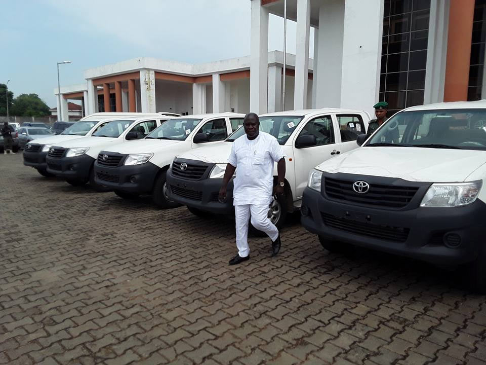 Governor Okowa presents patrol vans to Delta State Police Command