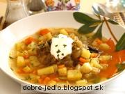 Kapustovo-zeleninová polievka so slivkami - recept