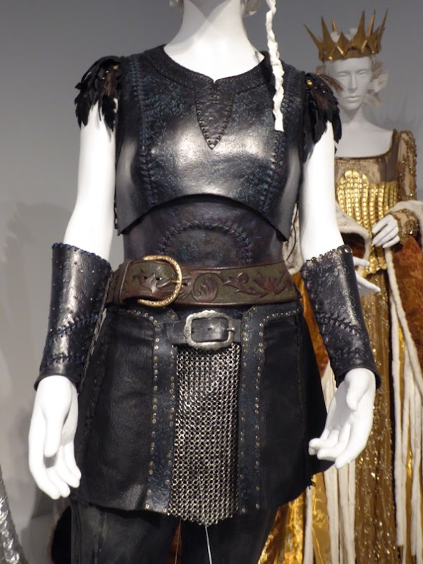 Huntsman Winters War Sara costume armor detail