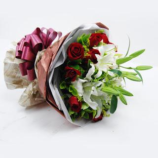 Buket Bunga Mawar dan Lily