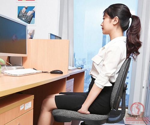 Ngồi đúng tư thế giúp làm giảm béo bụng dưới hiệu quả