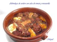 Albóndigas de cordero con salsa de tomate y mozzarella