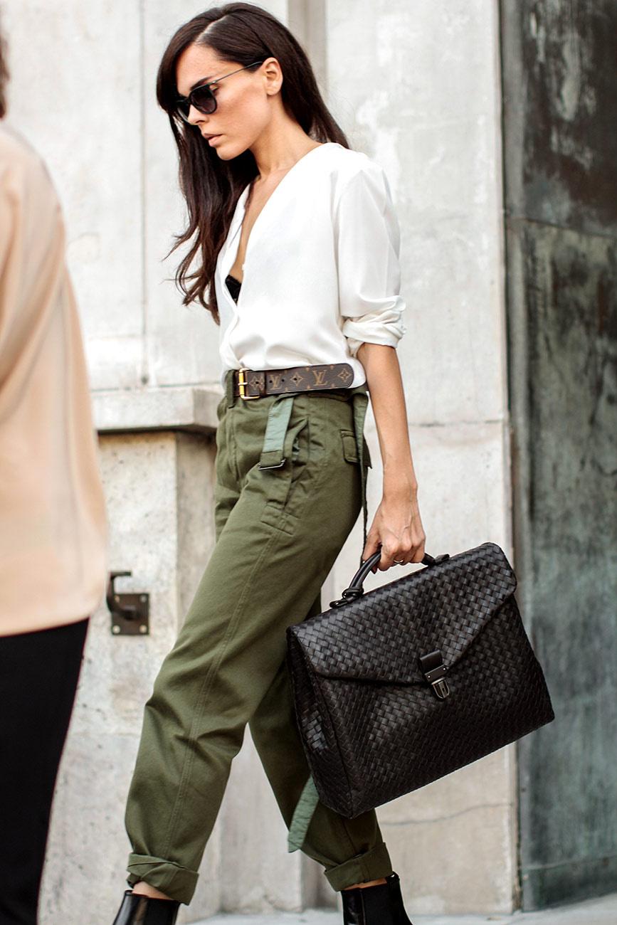 los accesorios el destacar la correa el bolso o unos aretes grandes pueden hacer que un look cambie totalmente y se vuelva muy moderno