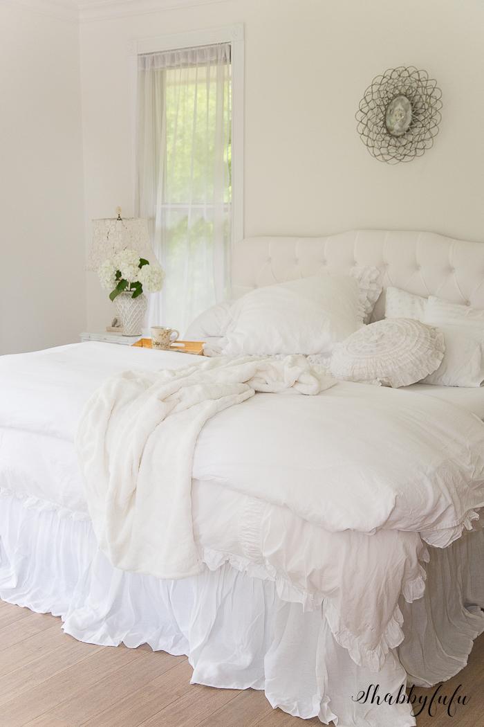 white-tufted-headeboard-neutral-furniture