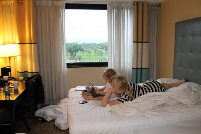Kokemuksia Miami Beachin hotelleista ja majoituksista lasten kanssa sekä leikkipaikoista / Sheraton Airport