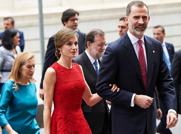 Queen Letizia wore Carolina Herrera lace dress from Fall 2016 collection. wore Prada Pointy Toe Pump, diamond earring and carried satin clutch