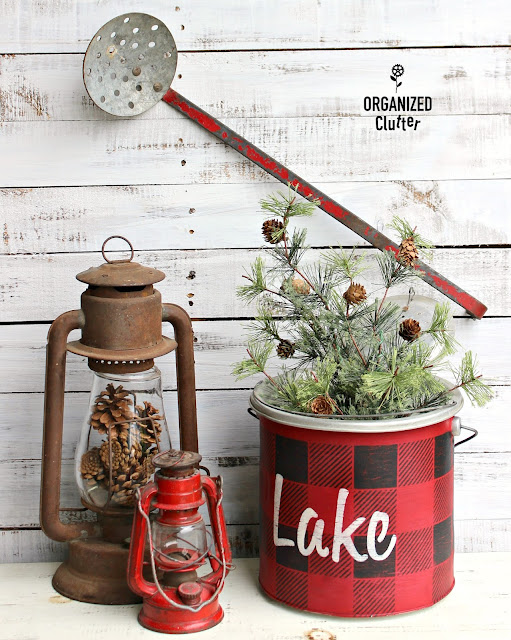 Minnow Bucket Cabin Christmas Decor #stencil #oldsignstencils #buffalocheck #rusticChristmas #Christmasjunkfavs