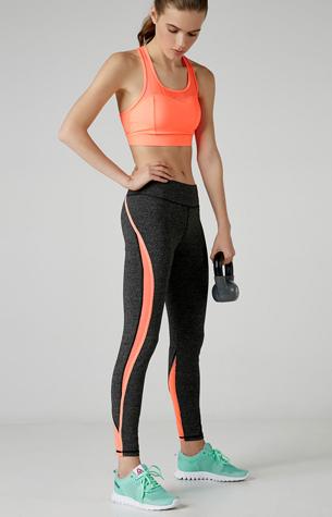 colección deportiva Bershka legging sport y top