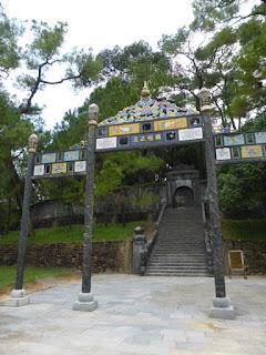 Cabeza o la Escalinata al montículo de la tumba del emperador Minh Mang