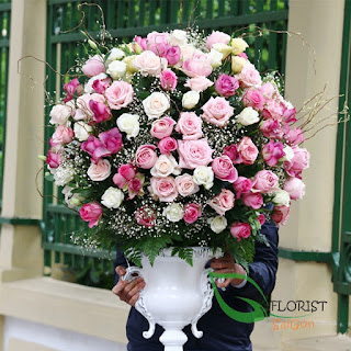 Rose arrangement delivered Saigon