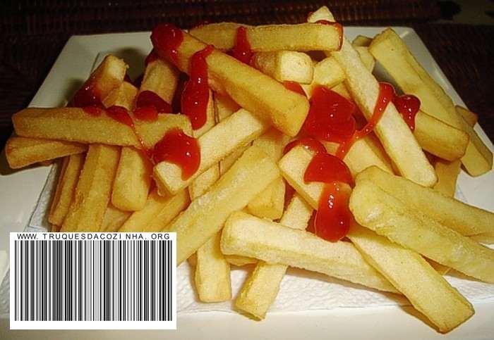 batata frita igual fast food com ketchup