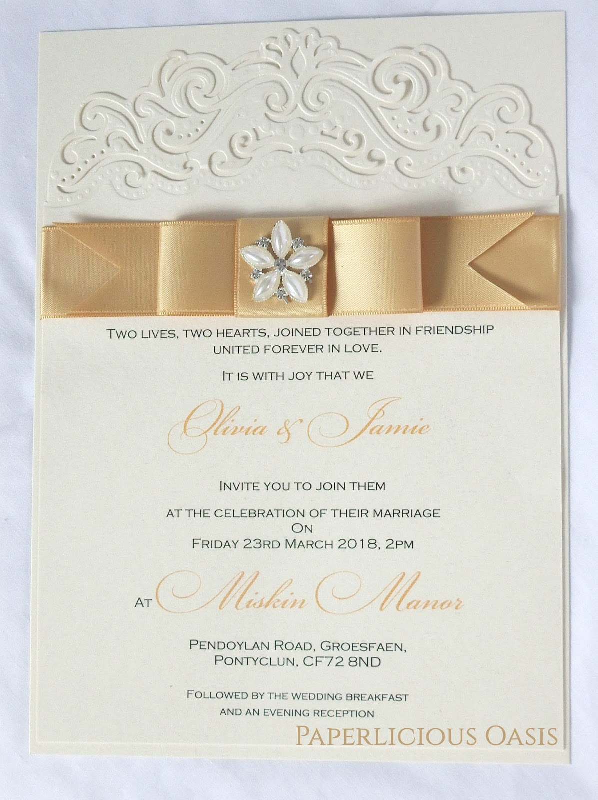 Paperlicious Oasis: Flat A5 invitations.......The same.....but different