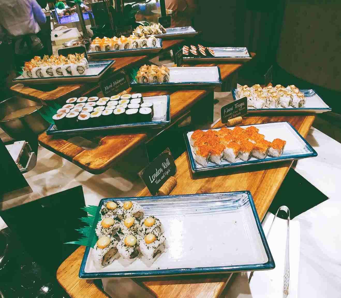 Vikings Luxury Buffet: sashimi and maki at the Japanese food station