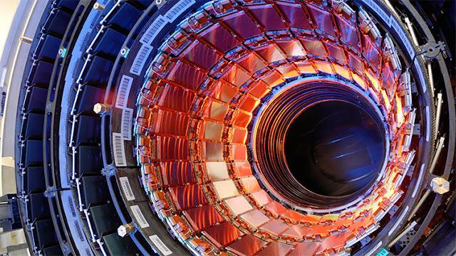 Detectan extrañas partículas que podrían cambiar la teoría con la que se explica el universo