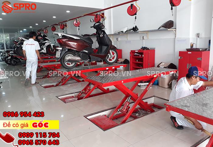 Mua thiết bị sửa xe, dụng cụ sửa chữa xe máy ở đây rẻ và bền, bàn nâng xe máy