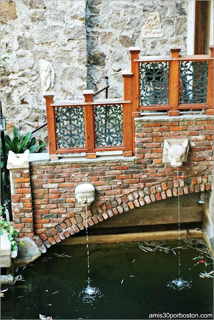 Piscina en el Jardín Interior del Castillo Hammond, Gloucester