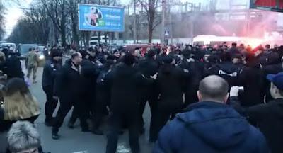 Национальный корпус сорвал митинг Порошенко в Черкассах