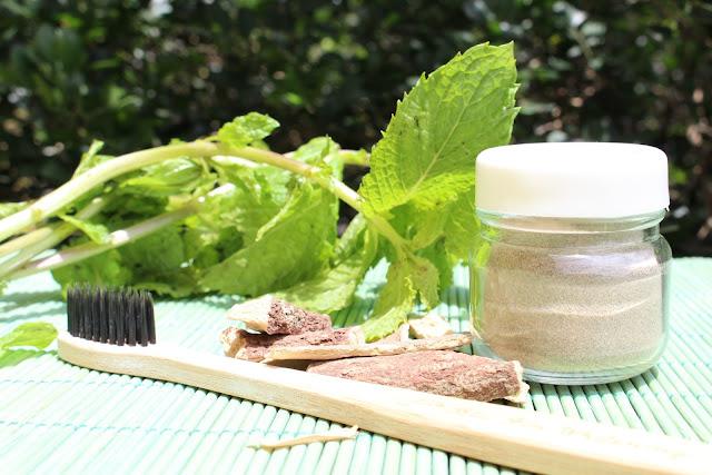 Pó dental refrescante de juá com menta | Branqueia e auxilia as gengivas | Medicinal e vegano